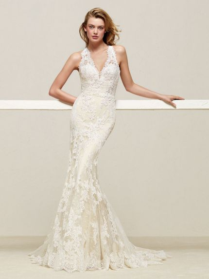Halter Neckline Mermaid Wedding Dress in Lace