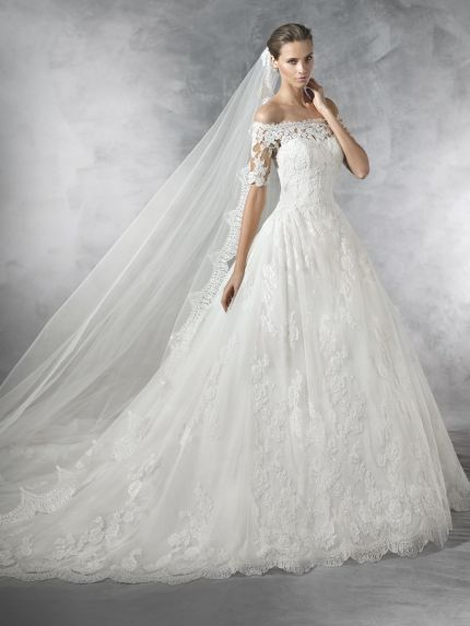 Off-Shoulder Princess Ball Gown in Lace